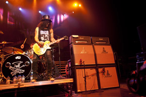 Slash finds getting his live sound is a Shure thing