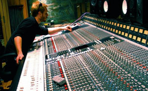 Interview: Producer & Audio Engineer Nic Hard on Drum Recording